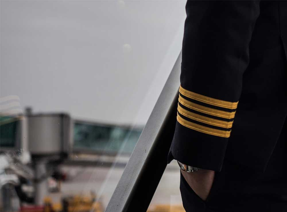AIRLINE-PILOT-SHUTTERSTOCK-ARM