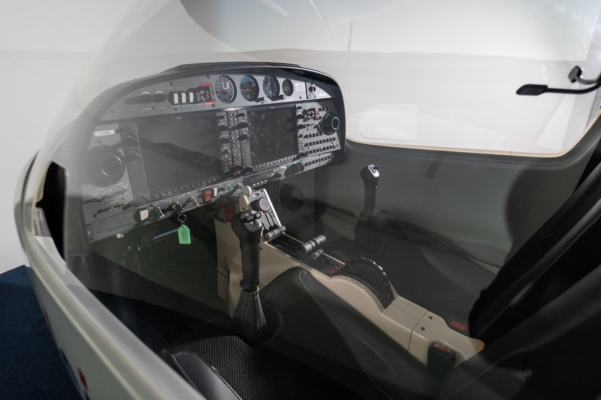 Alsim-FTA-Global-Cockpit-Simulator-7112