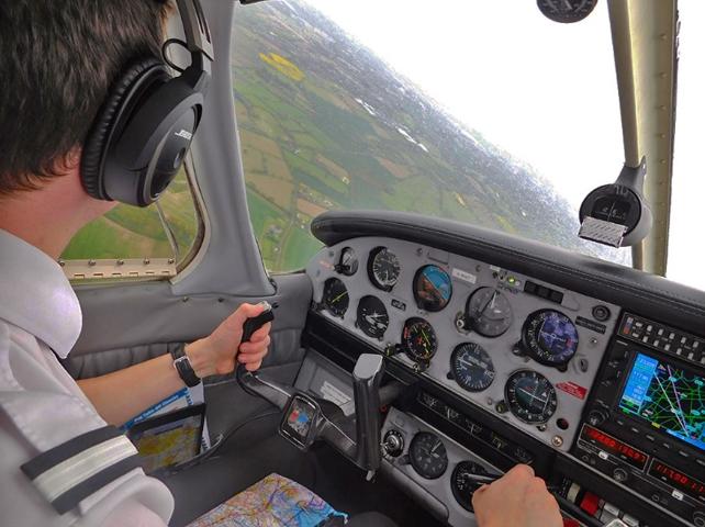 Dan Pa28 flying.png