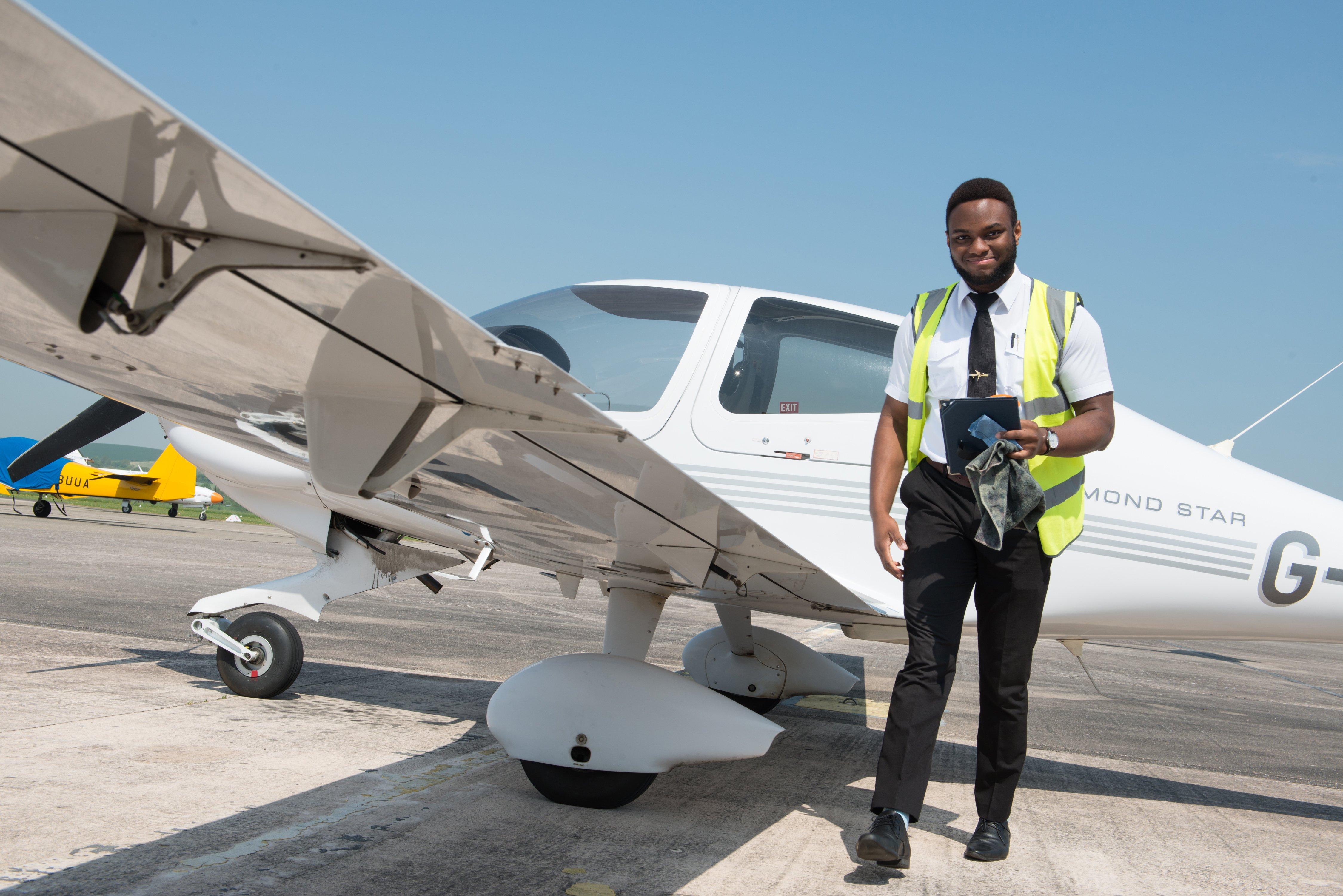 FTA-119-James-Pilot-DA40-WEB
