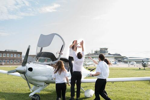 FTA-Students-Flying-lesson
