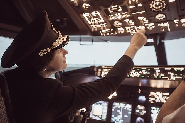 Female-pilot-cockpit.jpg
