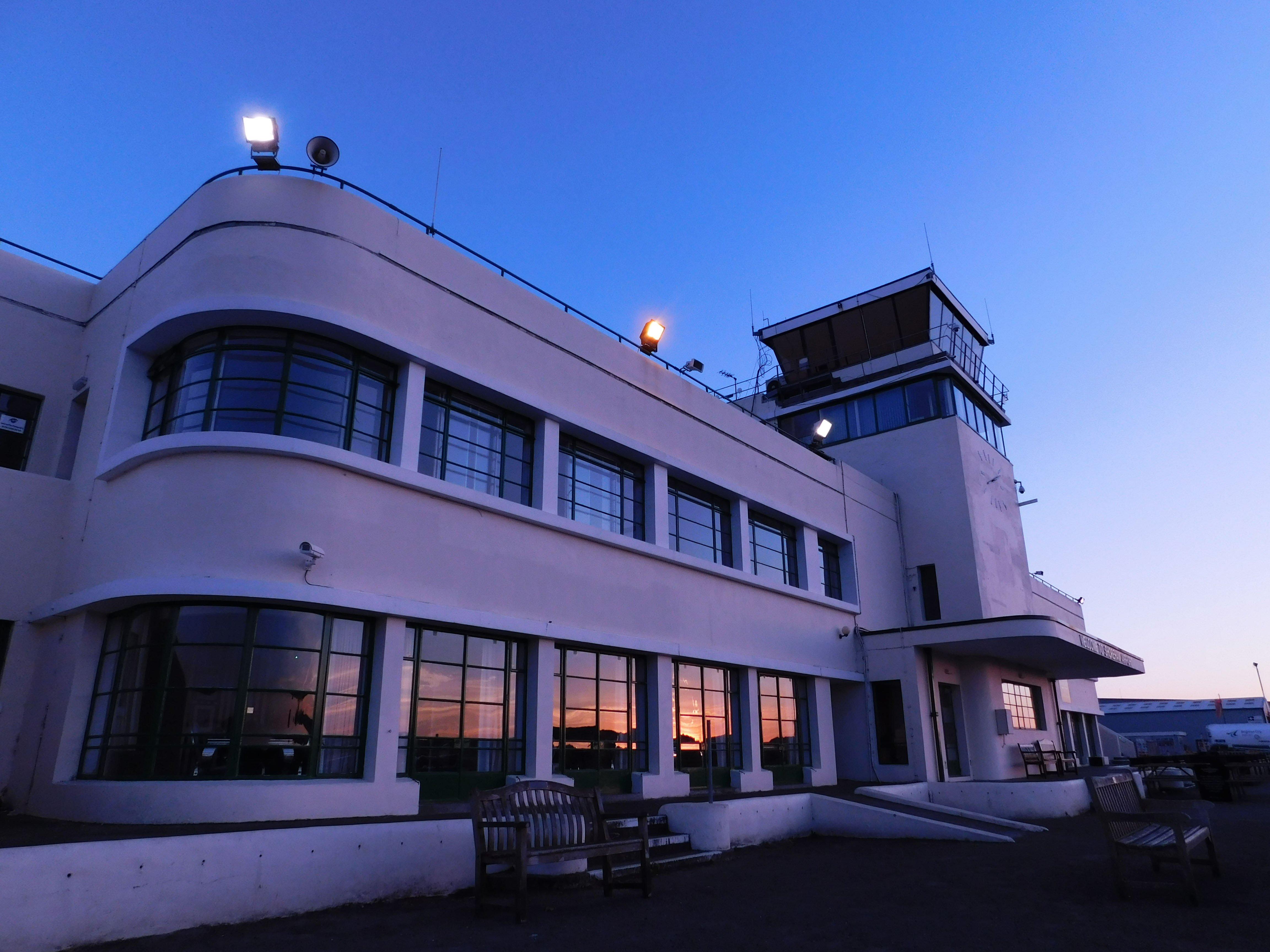 cdn2.hubspot.nethubfs2246509brighton airport sunset