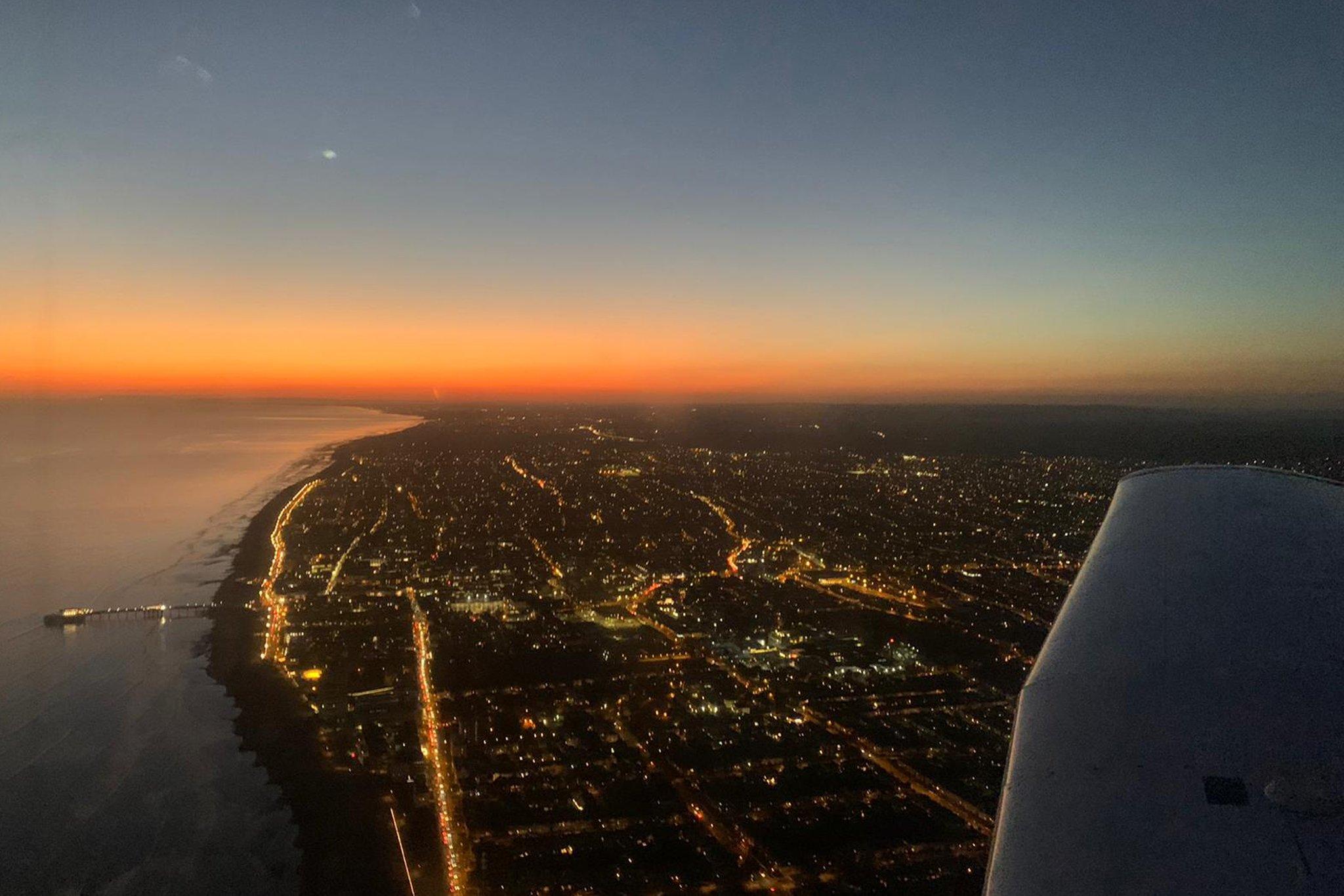 Sunset-Night-Flying-Tom-FTA