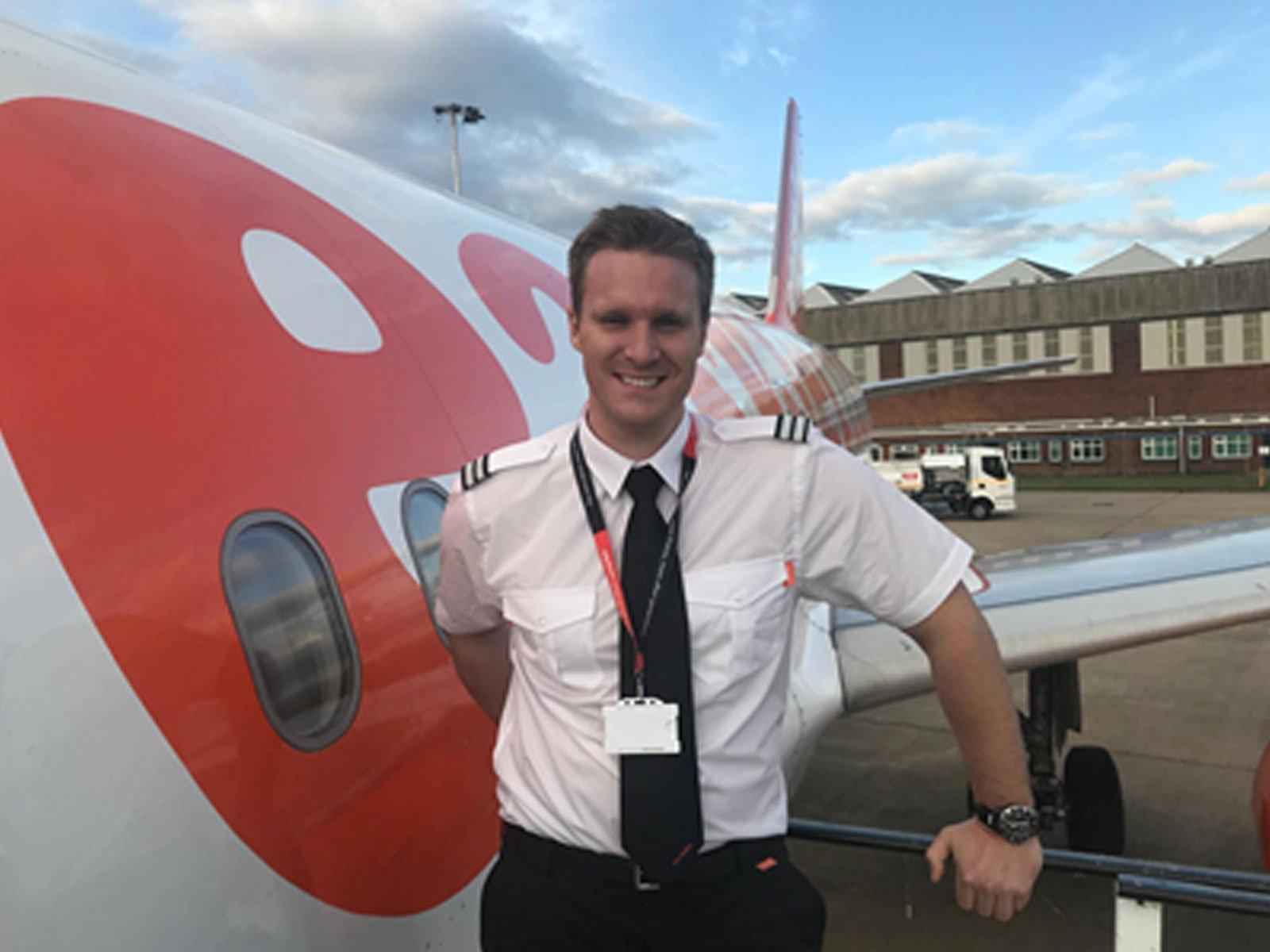 content-card-tim-easyjet-pilot