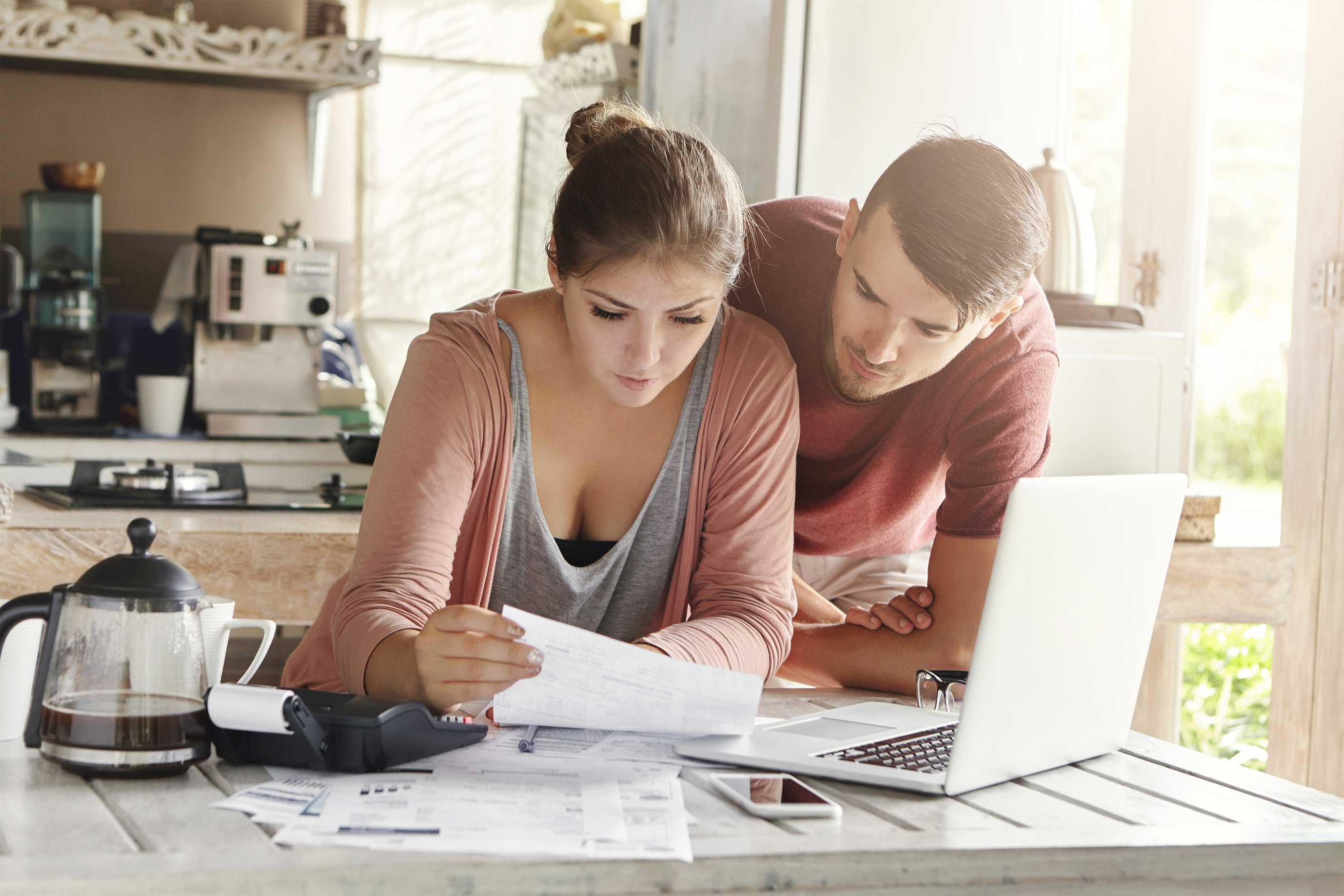 Finance-planning-couple-pilot