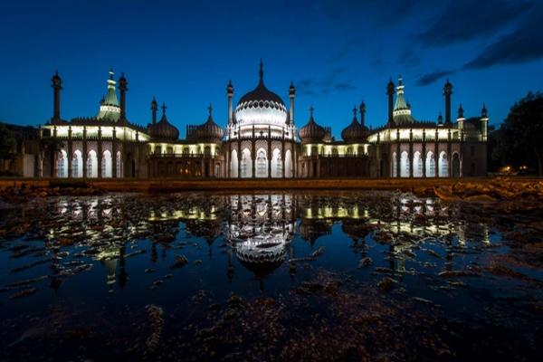 Brighton Pavilion by night