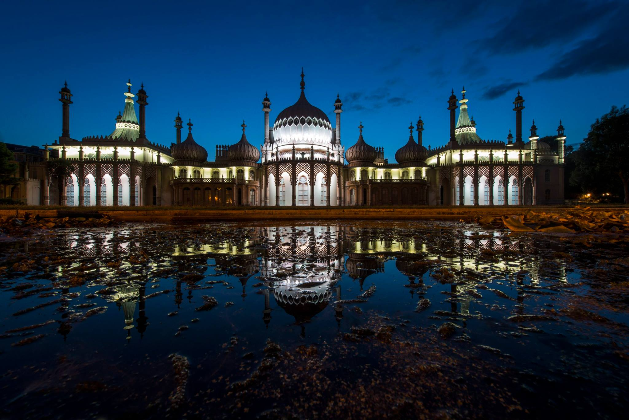 Brighton Pavilion by night